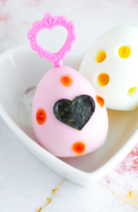 How to Dye Hard-Boiled Eggs Naturally - Learn how to make eggs pretty colors for bento, plus 3 other easy egg decorating ideas, at www.loveatfirstbento.com